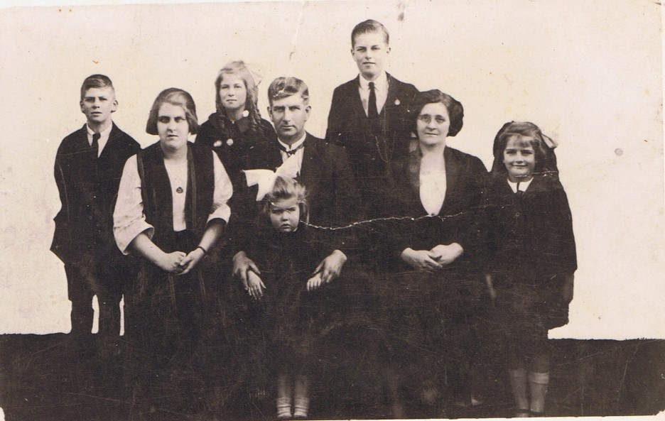 My maternal great grandparents & children.